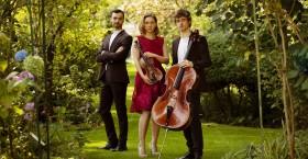 Photo 2021 - Trio Hélios format horizontal avec instruments jardin fleuri @Marine Cessat-Begler bd
